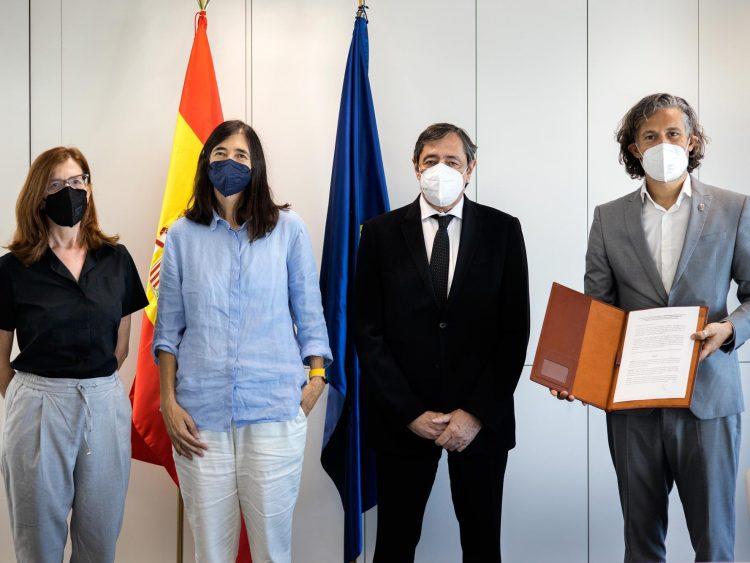 From left to right: Ruth Toledano, Maria A. Blasco, Rafael Rodrigo and Leonardo Anselmi at the agreement signing event. /CNIO