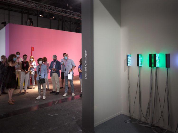 Estand de CNIO Arte en ARCO, con la obra 'Fulguraciones' del artista visual Daniel Canogar. /CNIO